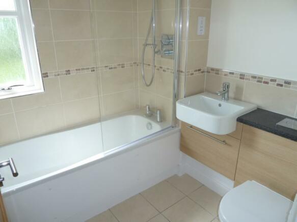 2 Laurel House Bathroom
