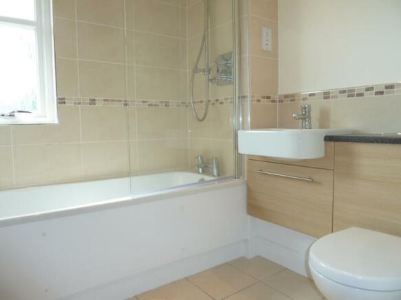 2 Laurel House bathroom1