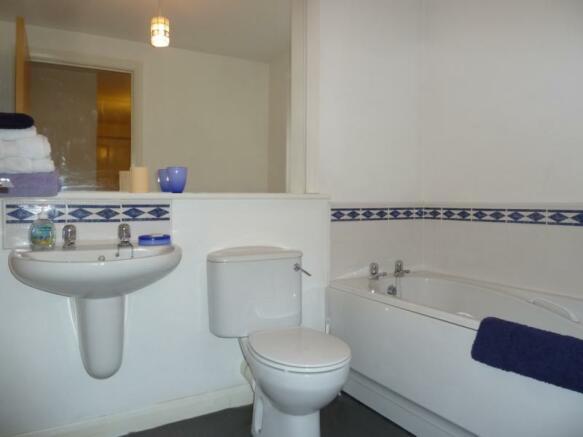 78c Beach Boulevard - Bathroom