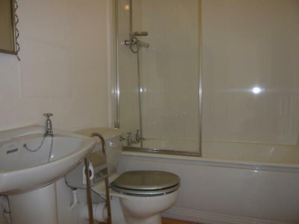 116 Bon Accord Street, Top Left - Bathroom