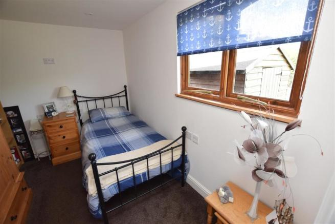 bedroom 5.JPG
