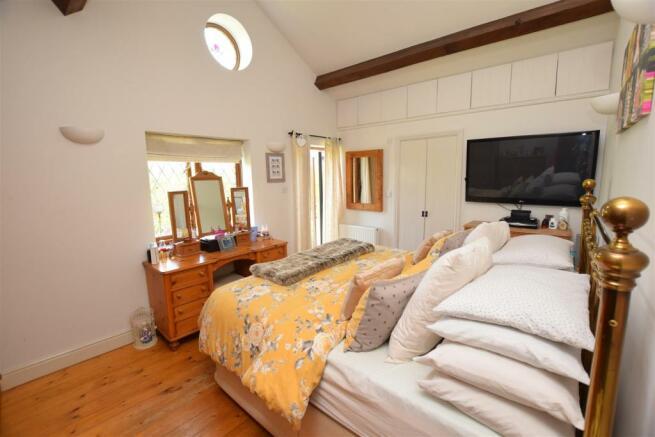 bedroom_1a.JPG