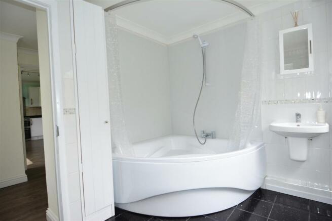 corner bathroom DSC_4547.JPG