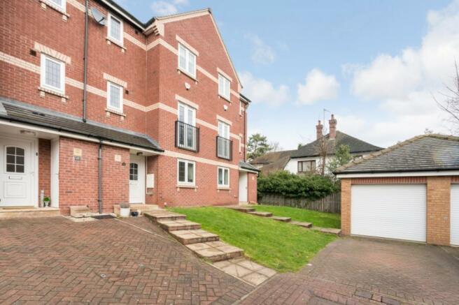 4 bedroom terraced house for sale in Rockingham Gardens