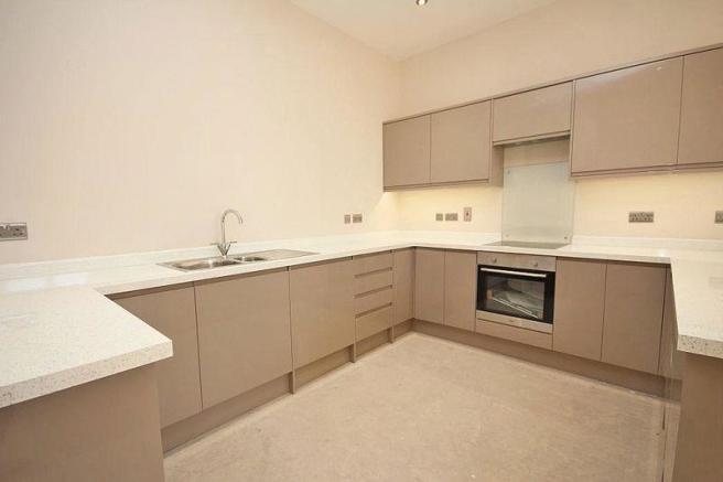 2 bedroom flat to rent in FARRINGFORD HOUSE, GRIMSBY ROAD