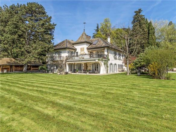 Vaud House For Sale
