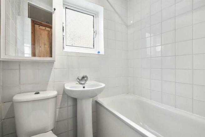 NFMEAH - Casselden Rd - Bathroom - 3_low.jpg