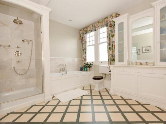 Bathroom LR