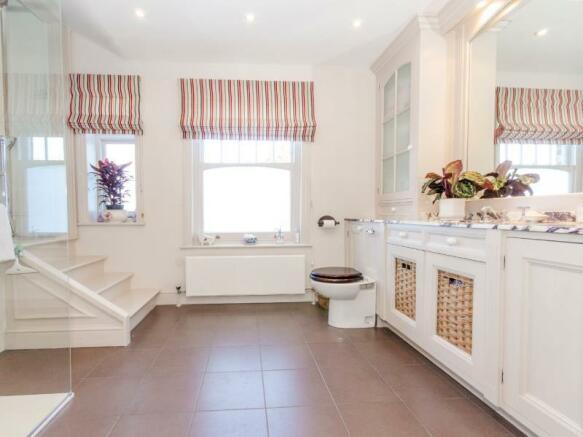 Bedroom 1 En-suite b LR