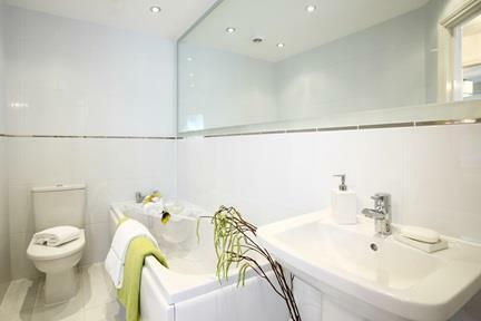 005 Bathroom.JPG