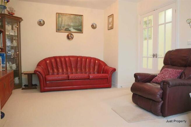 Astonishing 2 Bedroom Detached Bungalow For Sale In Waldron Close Inzonedesignstudio Interior Chair Design Inzonedesignstudiocom
