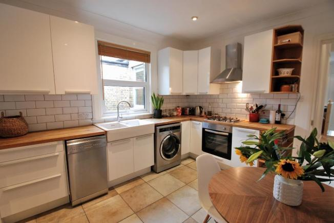 Stylish Fitted Kitchen/Dining