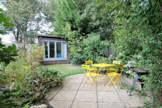 'Sun Trap' Patio & Garden Room