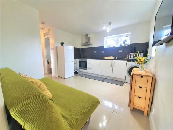 Kitchen & Lounge (2)