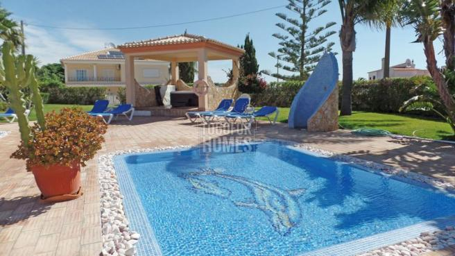 8.kids pool and jacuzzi