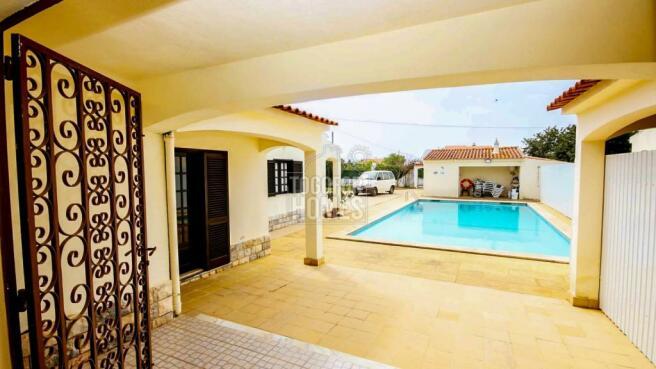 House 1 - Pool