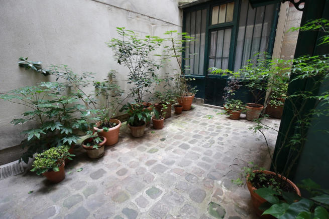 Courtyard entrance Rue Frederic Sauton Paris
