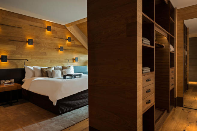 Bedroom master parquet floor wood Andermatt Chedi Residences