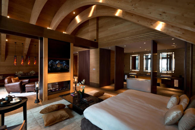 CAM-Rooms-Gemsstock Suite-Bedroom 01_v-1_low_res