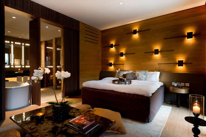 CAM-Rooms-Grand Deluxe Room_v-1_low_res