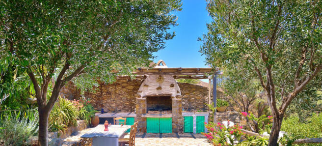 Outdoor cooking dining area barbecue Lia Mykonos
