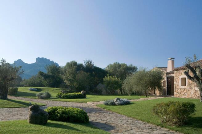 Garden entrance path Villa Ross Sardinia