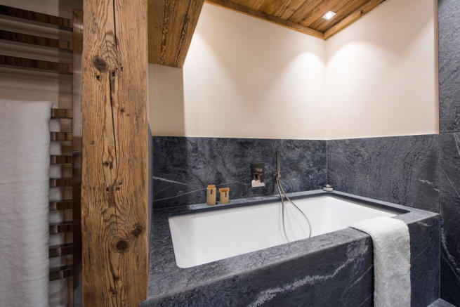 Bath tub shower stone Residence Alex Verbier