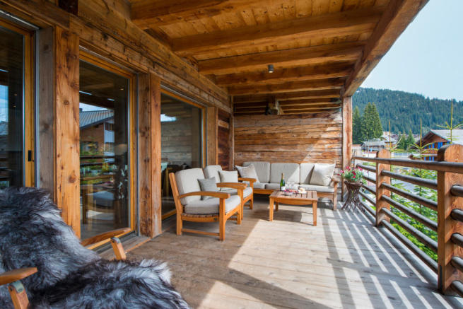 Terrace with seating and mountain views at Valentine 210