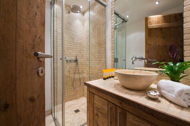 Bathroom with tiled shower at Valentine 210