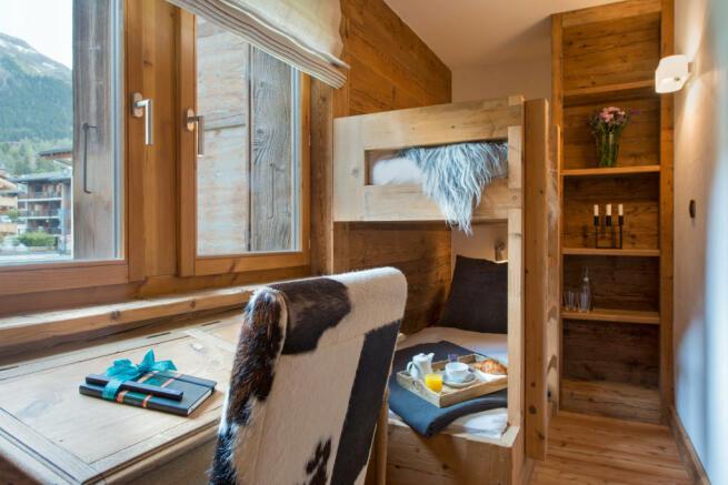 Kid's bedroom with bunk beds at Valentine 210