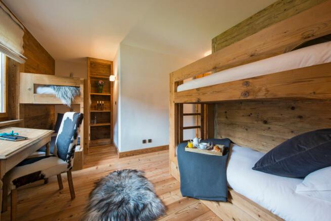 Children's bedroom with bunk beds at Valentine 210