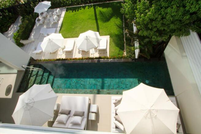 Swimming pool sun terrace Footprints Barbados