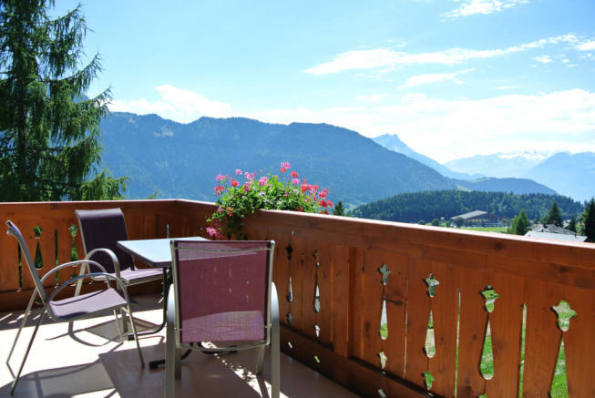 Terrace view of mountains at Chalet Alina