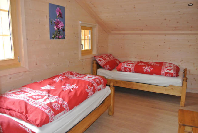 Guest twin bedroom at Chalet Alina