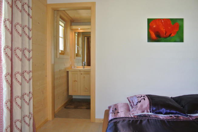 Guest bedroom with en suite bathroom at Chalet Alina