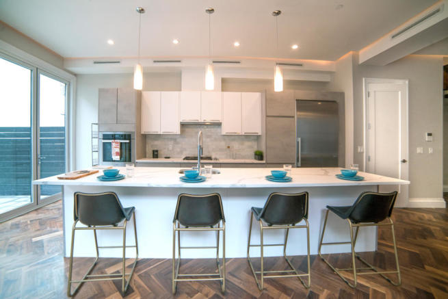 173 Concord Street - Kitchen with island