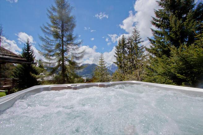 Outdoor Jacuzzi with alpine views