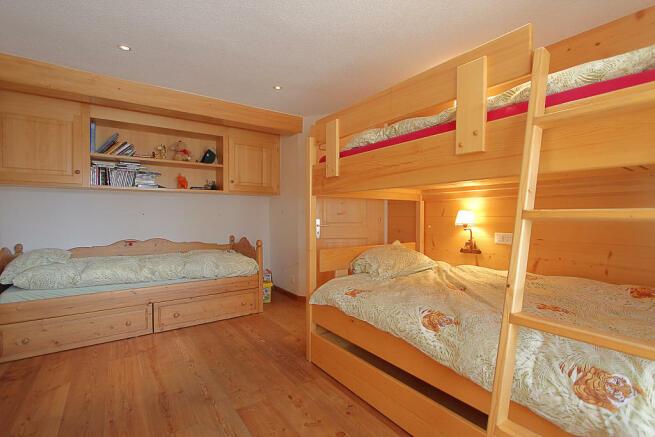 Kid's bedroom with bunkbeds