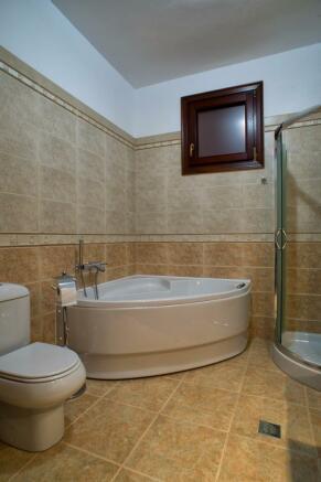 Corner bathtub and shower