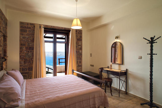 Double bedroom with access to terrace and sea views