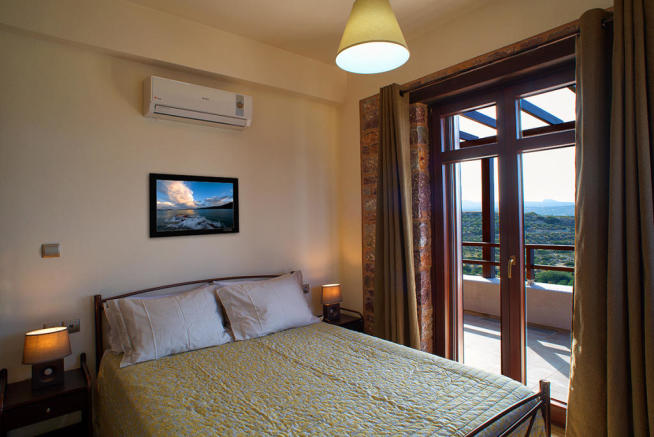 Double bedroom with air conditioning and terrace