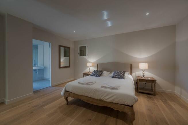 Master Bedroom Ensuite fabulous wood floor