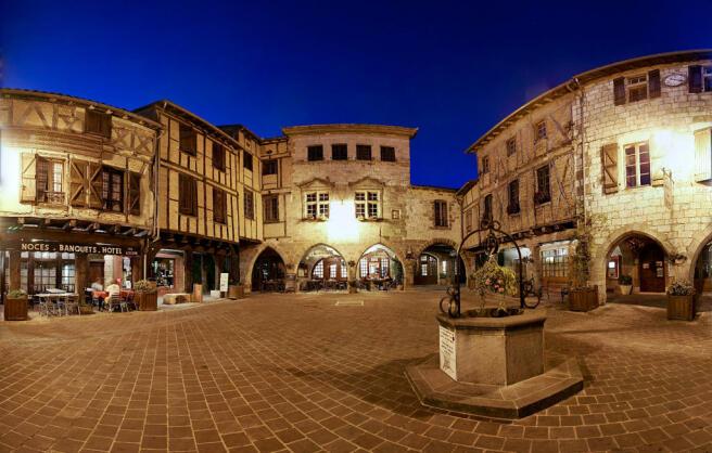 View Castelnau