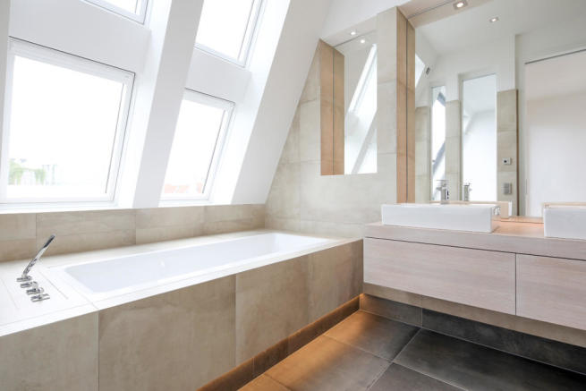 En suite bathroom with concrete effect tiles