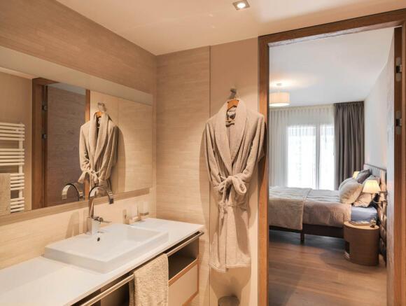 En suite bathroom adjoining bedroom