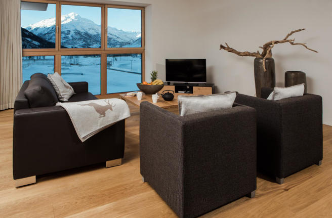 Sitting room with mountain views