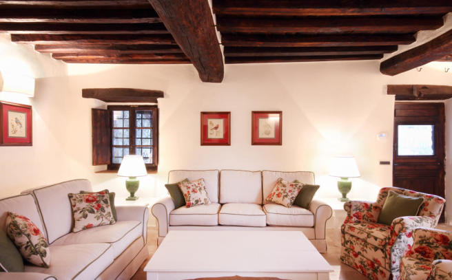 Living room exposed wood beams Tenuta Cipressino Tuscany