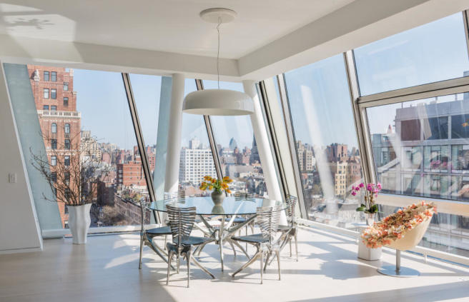 Breakfast and dining area with city views