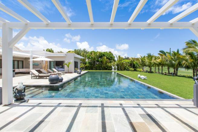 Solaia Villa - Pool view