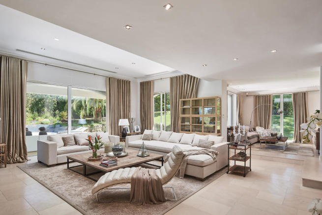 Elegant and spacious living room in 5-bed villa in Mougins with TV and reading room and access to the terrace, garden and pool